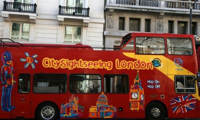 Los autobuses turísticos circulan por todo Londres