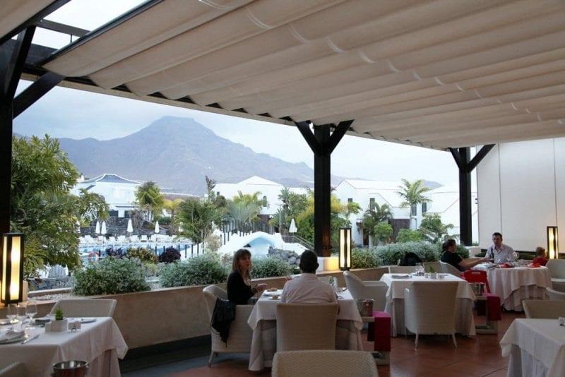 Restaurante con vistas del hotel Suite Villa María en Tenerife Sur