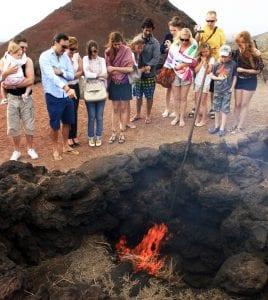 En Timanfaya las entrañas de la tierra arden