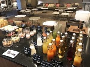 Zunos naturales para desayunar en el hotel h10 Casa Mimosa de Barcelona