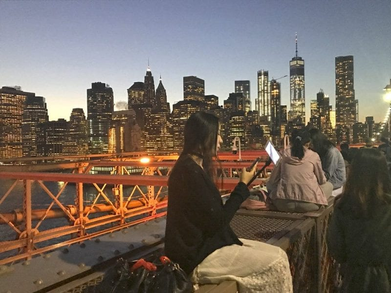 En el puente de Brooklyn siempre hay gente