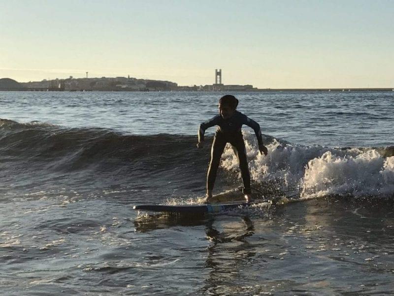 Surf en la playa de Bastiagueiro