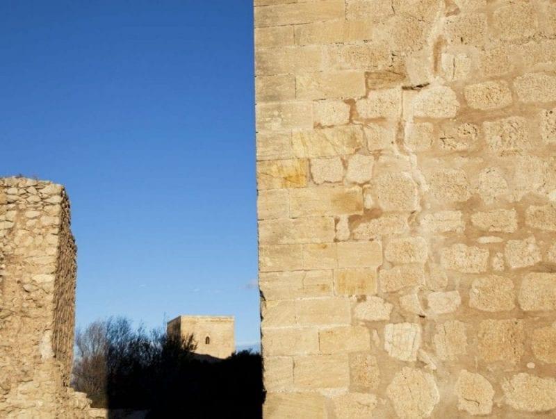Detalle de la grieta en la Torre del Espolón