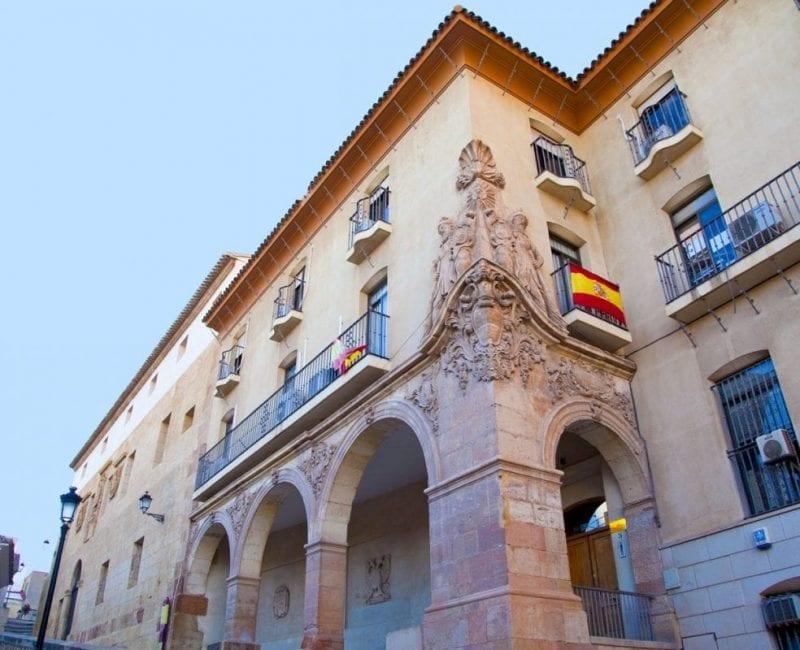 La casa del Corregidor tiene esculpidos a los fundadores de Lirca