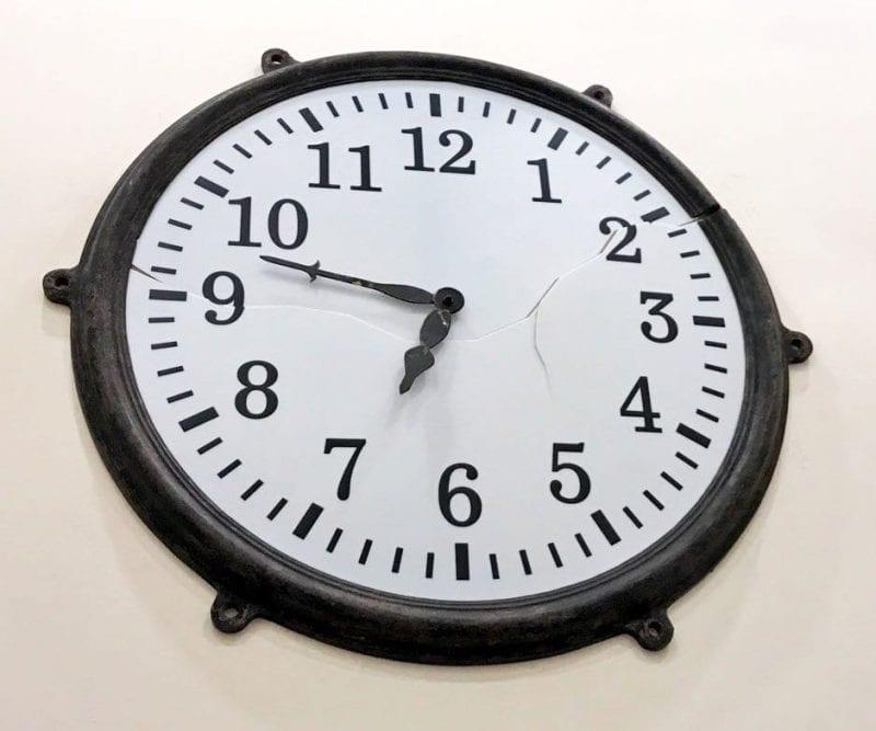 El reloj de la torre de la Iglesia de San Francisco se paró a la hora del terremoto de 2011