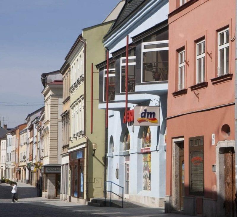 Calle colorida en Brno