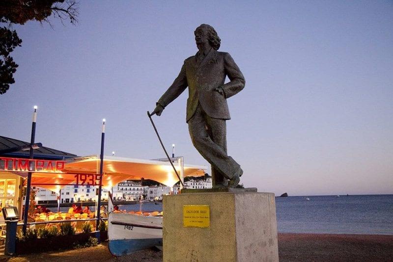 Escultura homenaje a Dalí