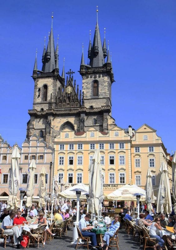 Iglesia de nuestra señora de Tyn en la plaza de Stare Mesto de Praga