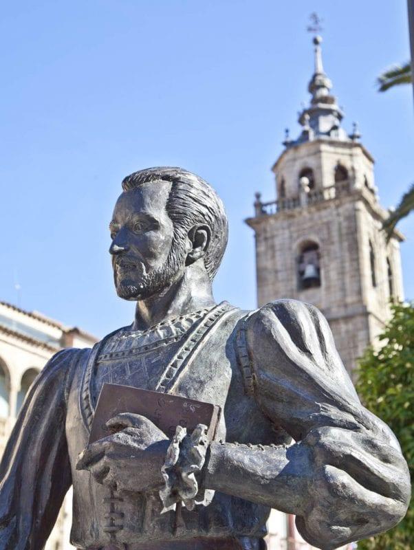 Escultura de Fernando de Rojas (autor de La Celestina) en Talavera