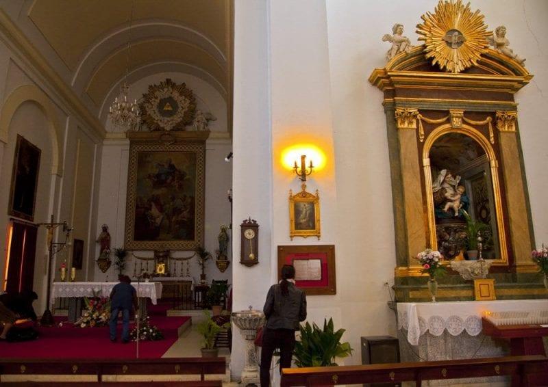 En el interior de la iglesia se expone copia del registro de matrimonio
