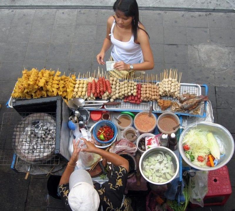 Puesto callejero de comida en Bangkok