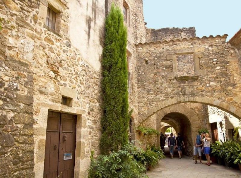 El casco antiguo de Begur merece un paseo