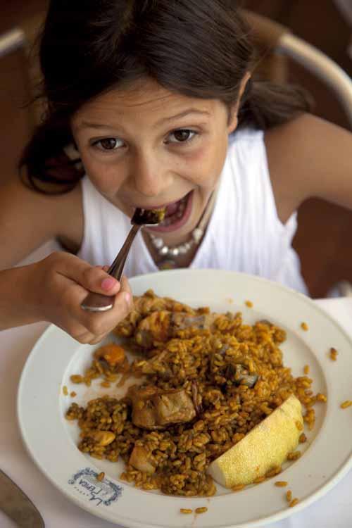 La paella valenciana, un plato que gusta a niños y mayores