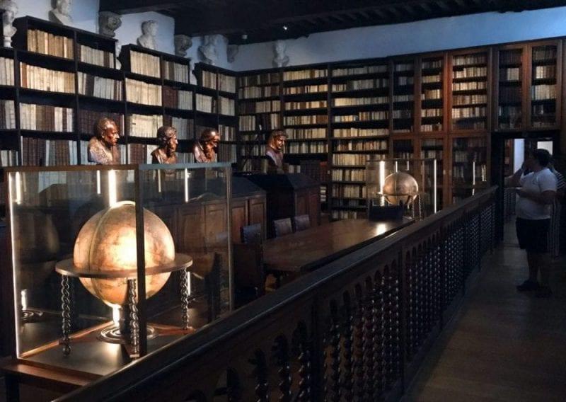 Biblioteca en el Museo Plantin Moretus