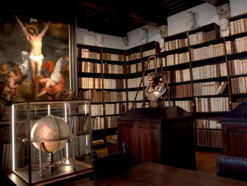 Vista de la biblioteca desde otro ángulo