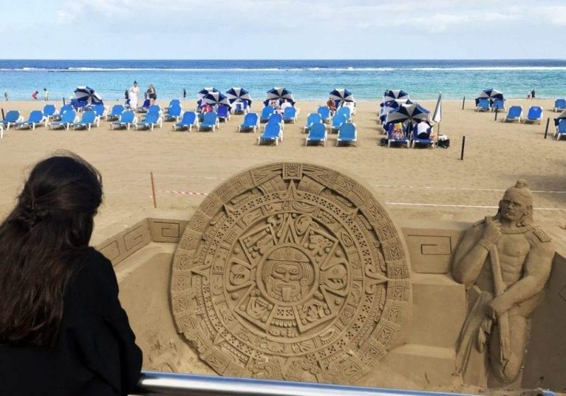 Escultura de arena en la playa de las canteras
