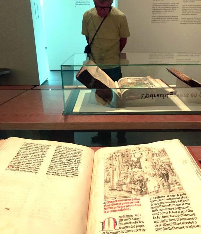 La muestra se compone de piezas de coleccionistas privados y bibliotecas