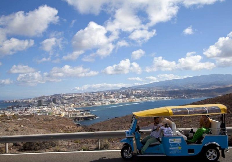 Vista de Las Palmas desde la carretera que lleva al Confital