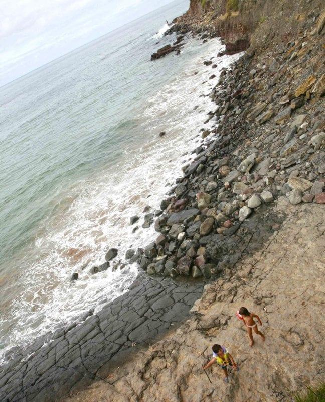 Huellas de dinosaurios en la playa de la Griega, en Colunga