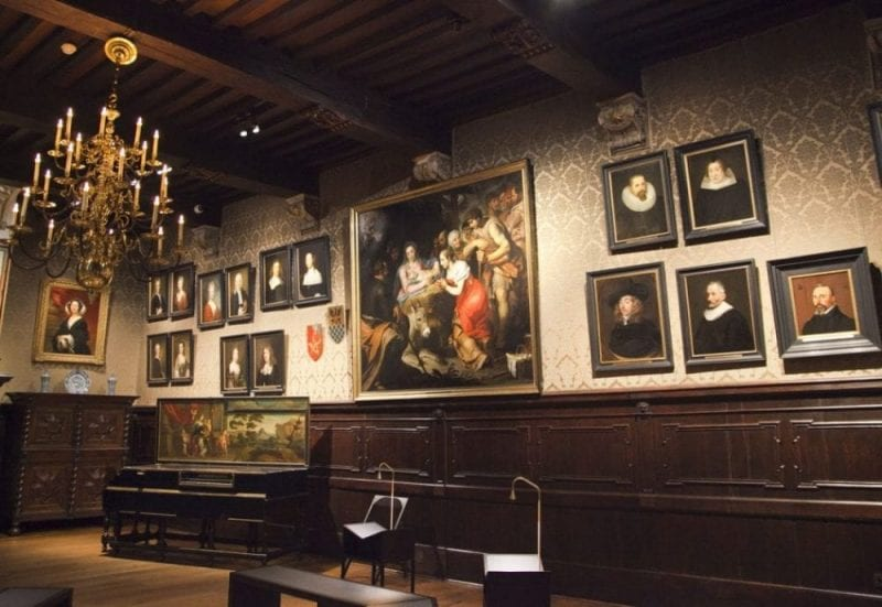 Salón con retratos familiares de la familia Plantino - Moretus, muchos pintados por Rubens