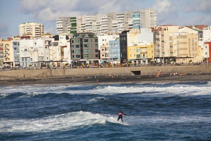 En la zona Cícer hay grandes olas para hacer surf