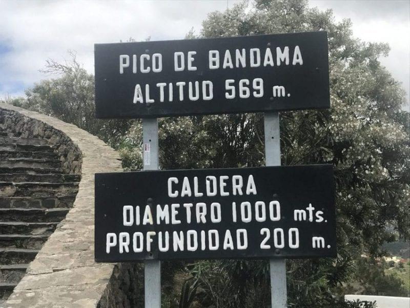 Una ruta de senderismo lleva al corazón del cráter