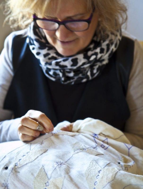 Rocío Lozano heredó de su madre la pasión por bordar