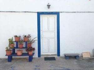 Blanco y añil, colores típicos de la isla
