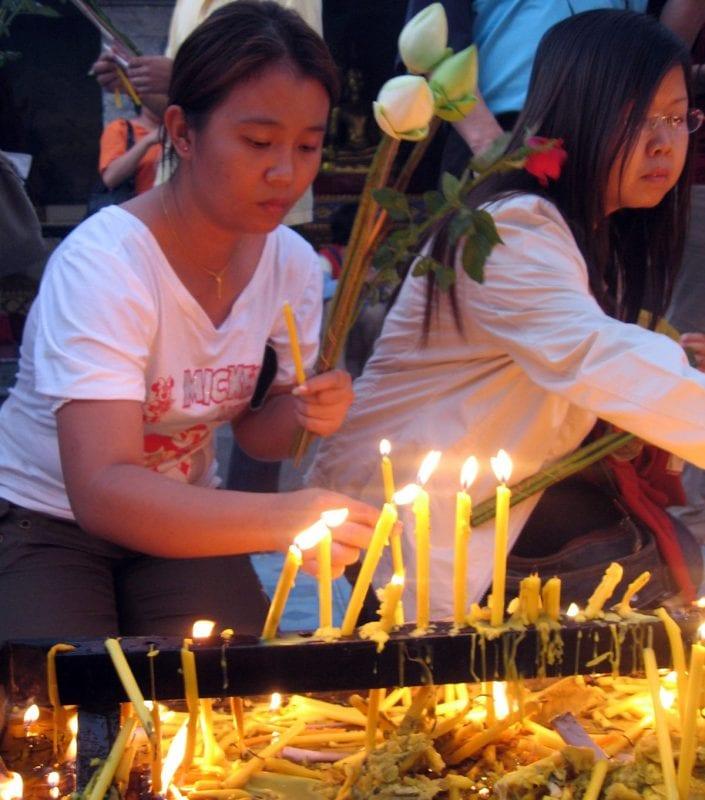 En Tailandia convive la fe con el consumismo