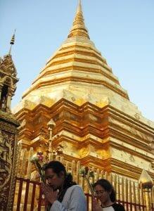 En el Palacio Real hay templos a donde la gente acude a rezar