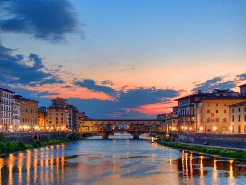 Atardecer sobre el río Arno y el Puente Vecchio