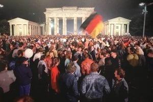 Foto histórica de la caída del de muro Berlín