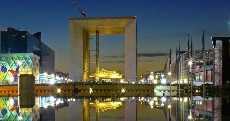 El arco de la Defensa, símbolo del París moderno