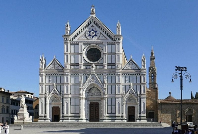 Santa Croce acoge casi 300 tumbas