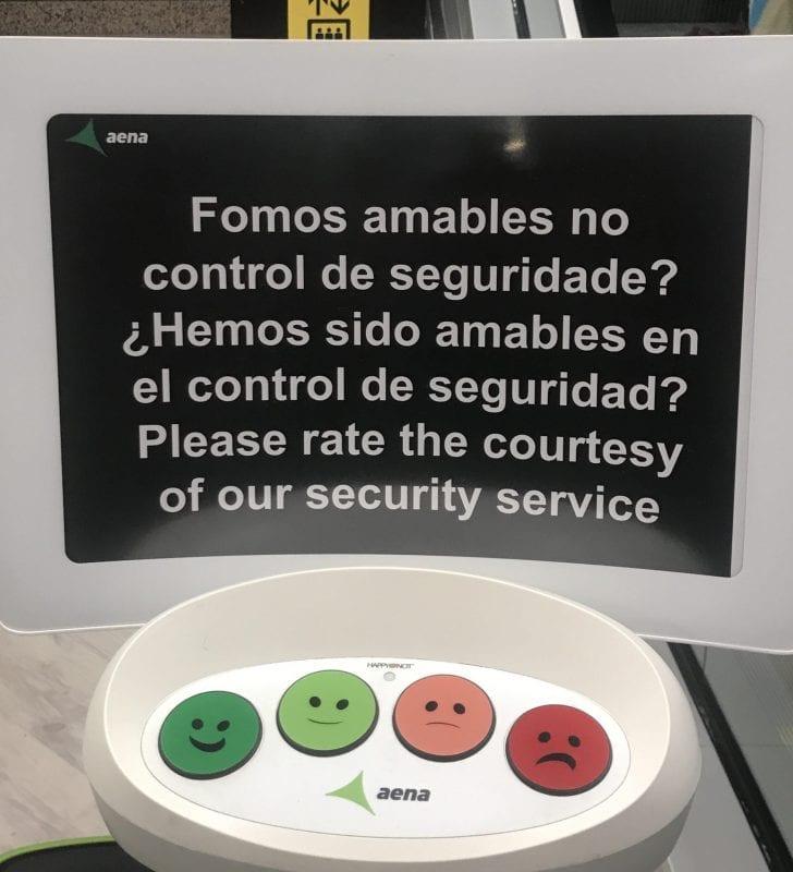 Máquina de Aena para valorar la atención en aeropuertos