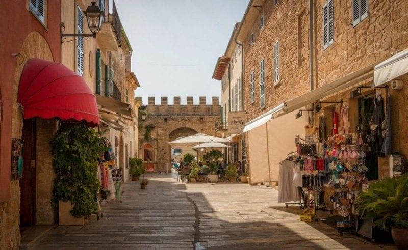 Detalle de una calle de Alcudia