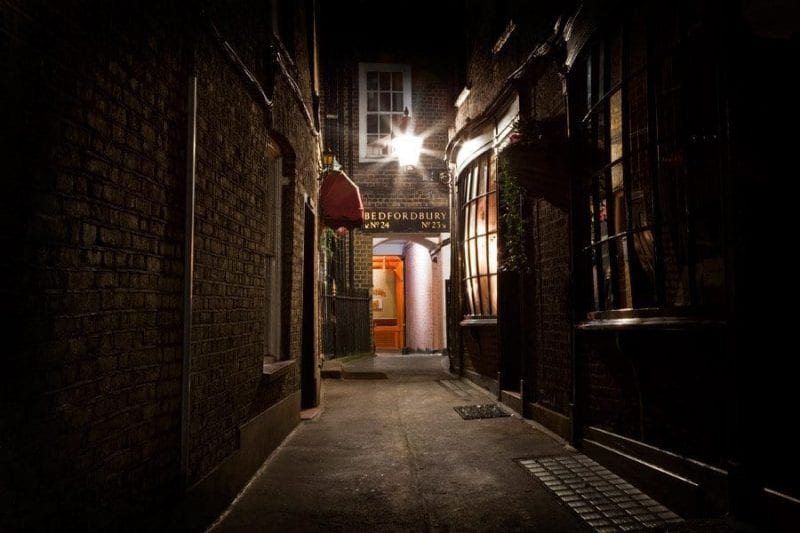 Whitechapel es un barrio lleno de callejones misteriosos