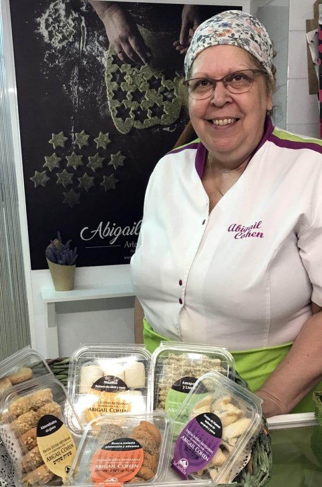 Abigail Cohen lleva ya años haciendo pastas judías en Hervás