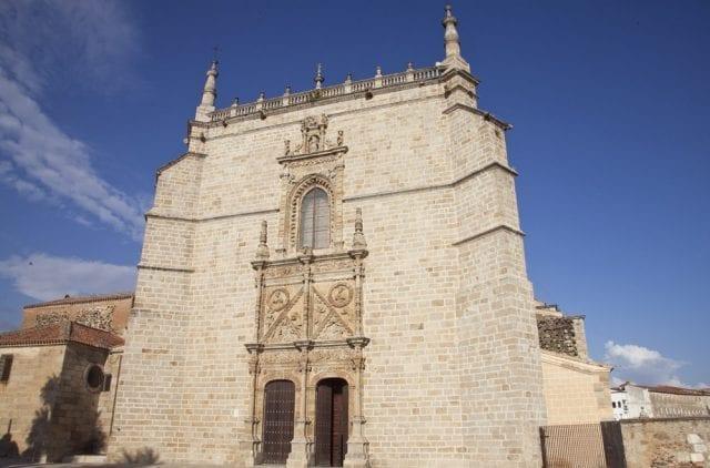 Fachada plateresca de la catedral de Coria