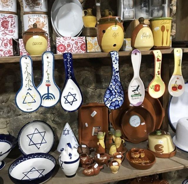 Recuerdos de Hervás con motivos judíos