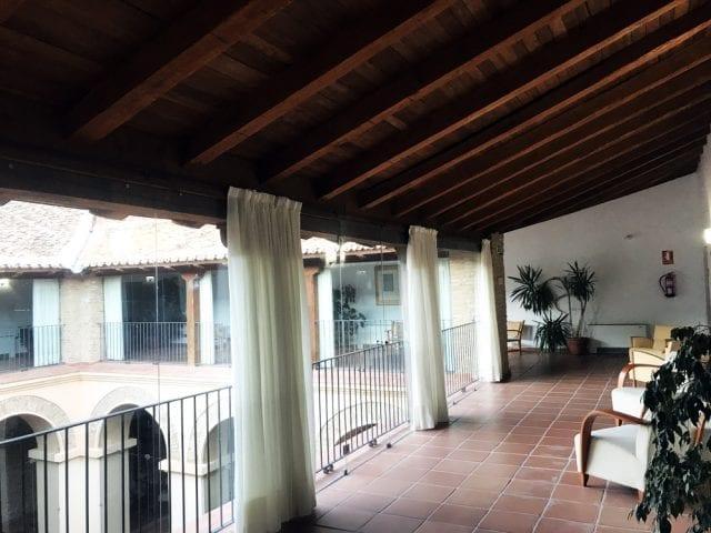 Detalle del claustro de la hospedería de Hervás