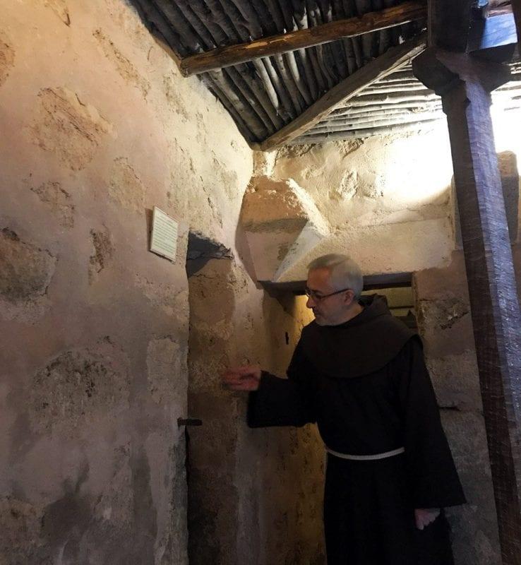 Las puertas del monasterio original eran muy pequeñas