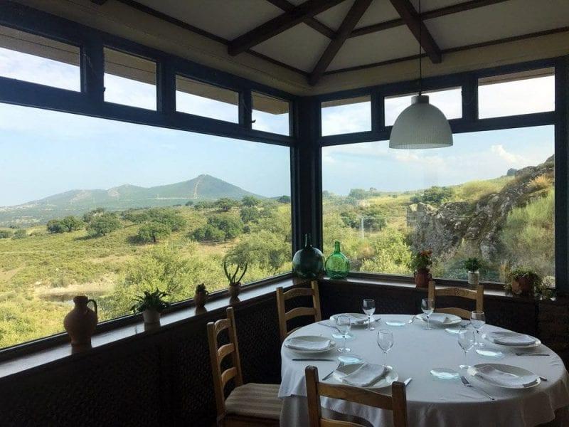 Comedor con vistas panorámicas en el restaurante El Palancar