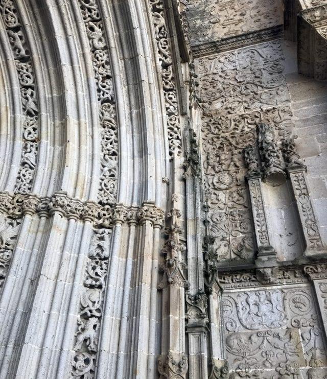 Detalles de la riqueza escultórica de la catedral de Coria