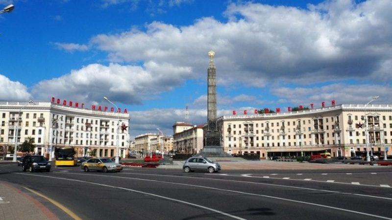 Panorámica de una plaza de Minsk