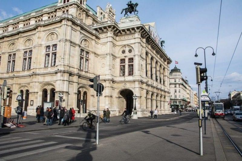 Vista del exterior de la ópera de Viena
