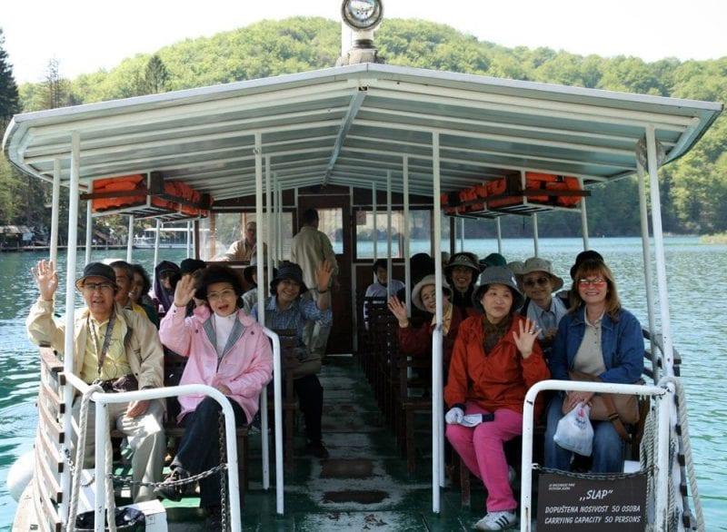Grupo de japoneses de visita en Plitvice