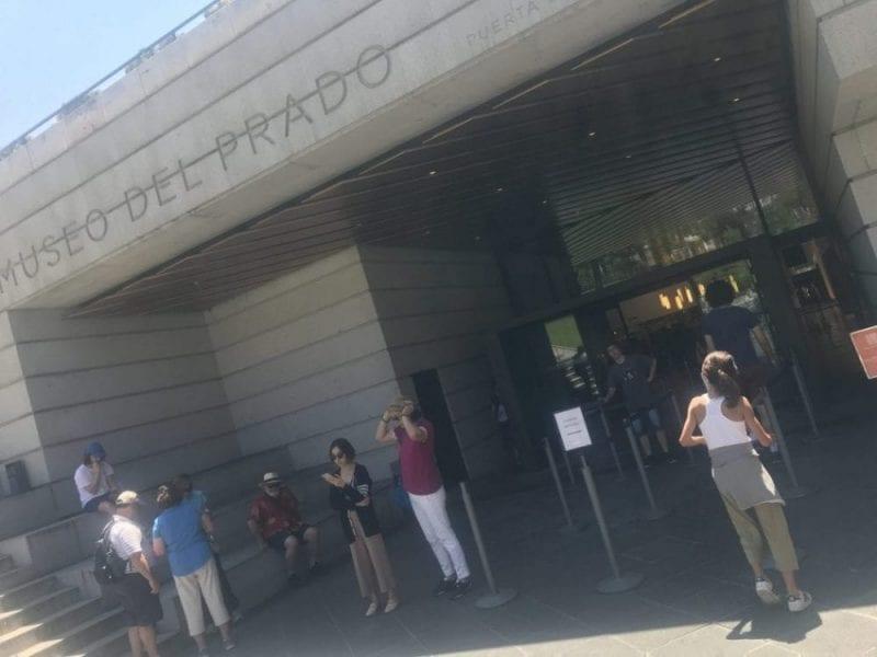 En la puerta del Prado siempre hay muchas colas