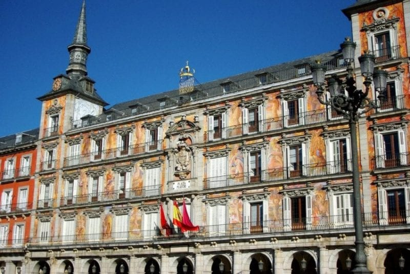 Detalle de uno edificio de la Plaza Mayor de Madrid