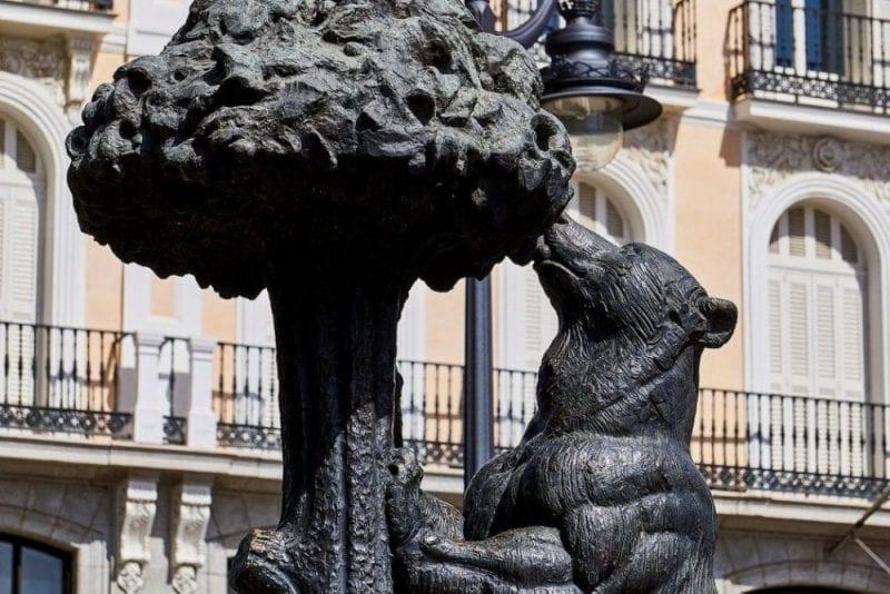 Escultura del oso y el madroño en la Puerta del Sol